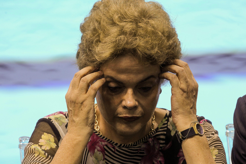 BRA01. RIO DE JANEIRO (BRASIL), 08/04/16.- La presidente de Brasil, Dilma Rousseff, visita hoy, viernes 8 de abril de 2016, el Estadio Acuático Olímpico con capacidad para 18 mil personas en el Centro Olímpico, donde se realizarán las competiciones de natación y la final de polo acuático de los juegos olímpicos Río 2016. EFE/ Antonio Lacerda