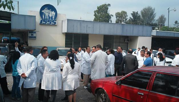 trabajadores del ISSS-DEM