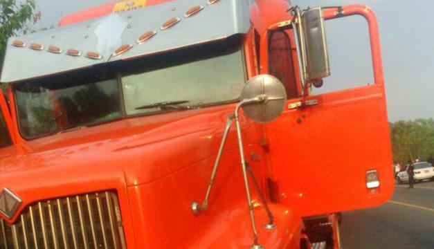 Camión en el que se conducía el motorista que disparó al agente. Foto: FGR.
