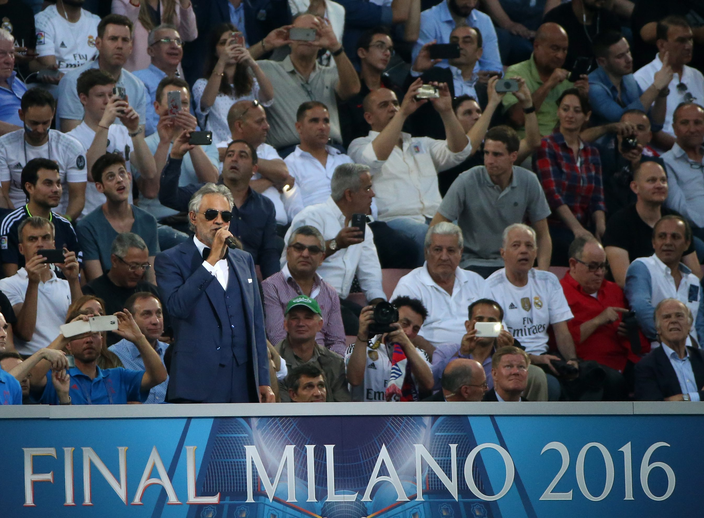 . Milan (Italy), 28/05/2016.- Italian tenor Andrea Bocelli performs before the UEFA Champions League Final 2016 between Real Madrid and Atletico Madrid at the Giuseppe Meazza stadium in Milan, Italy, 28 May 2016. (Liga de Campeones, Italia) EFE/EPA/OLIVER WEIKEN