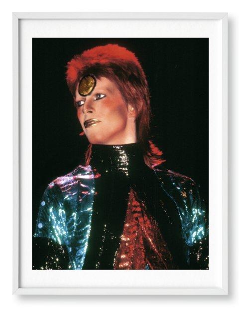 GRA160 MADRID, 02/05/2016.- Fotografía cedida por Taschen de David Bowie, quien en 1972 había publicado cuatro álbumes y había sido alabado por la crítica más que por el público. Pero entonces se transformó en Ziggy Sturdust, su primer alter ego, y el mundo se rindió a sus pies. Esa época colorista y alocada la registró al detalle el fotógrafo Mick Rock. EFE/Mick Rock **SOLO USO EDITORIAL**