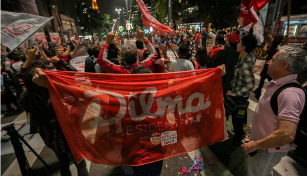 Estudiantes e integrantes de movimientos sociales se manifiestan a favor de la presidenta Dilma Rousseff .Fotografía Agencia EFE