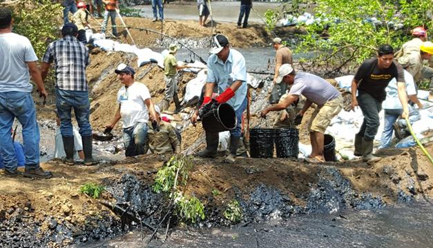 Escena del lugar donde ocurrió el derrame. Fotografía: Diario El Mundo.