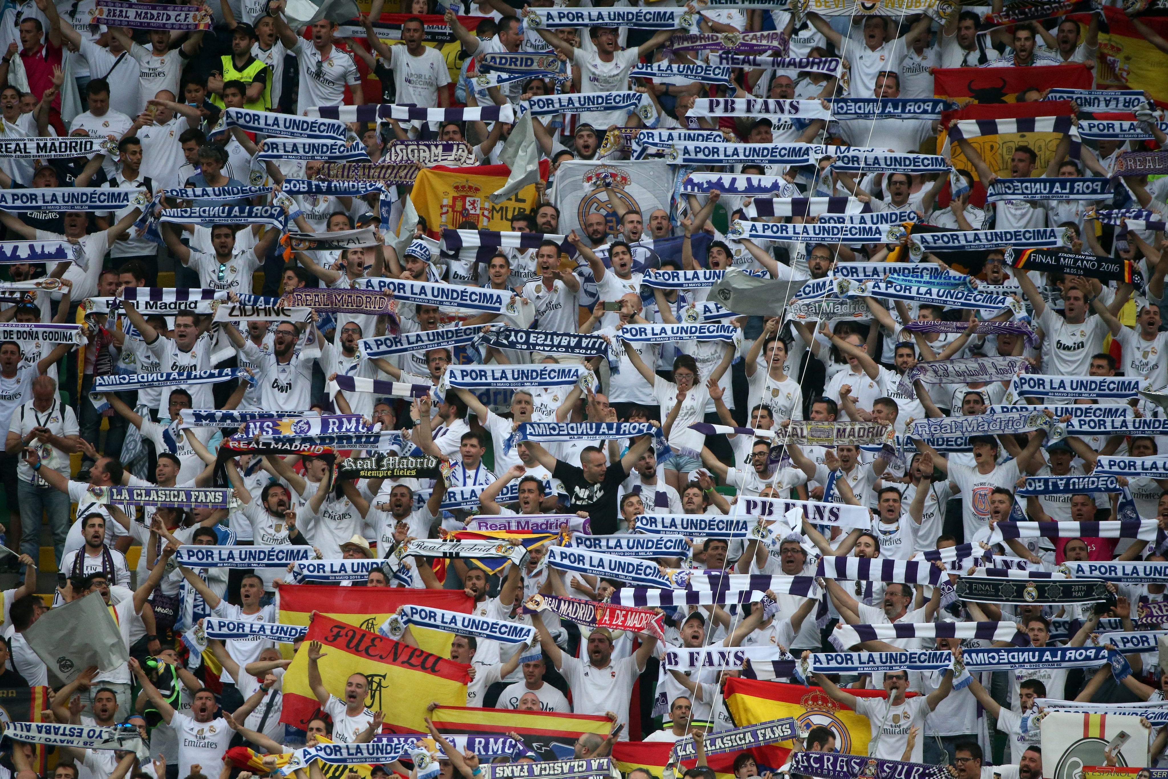 . Milan (Italy), 28/05/2016.- Real Madrid supporters before the UEFA Champions League Final 2016 between Real Madrid and Atletico Madrid at the Giuseppe Meazza stadium in Milan, Italy, 28 May 2016. (Liga de Campeones, Italia) EFE/EPA/OLIVER WEIKEN