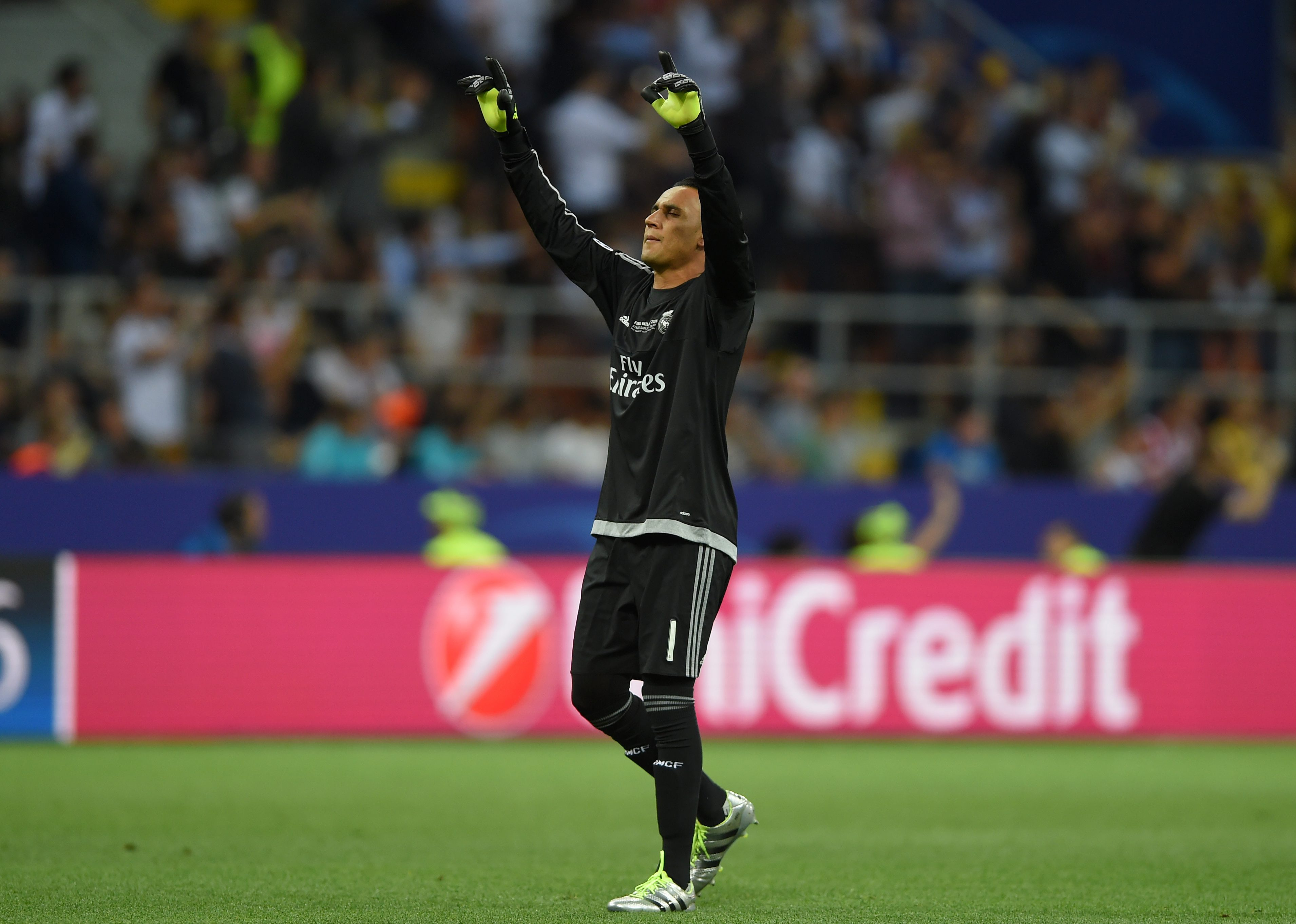 . Milan (Italy), 28/05/2016.- Real Madrid goalkeeper Keylor Navas celebrates their 1-0 goal during the UEFA Champions League Final between Real Madrid and Atletico Madrid at the Giuseppe Meazza stadium in Milan, Italy, 28 May 2016. (Liga de Campeones, Italia) EFE/EPA/PETER POWELL