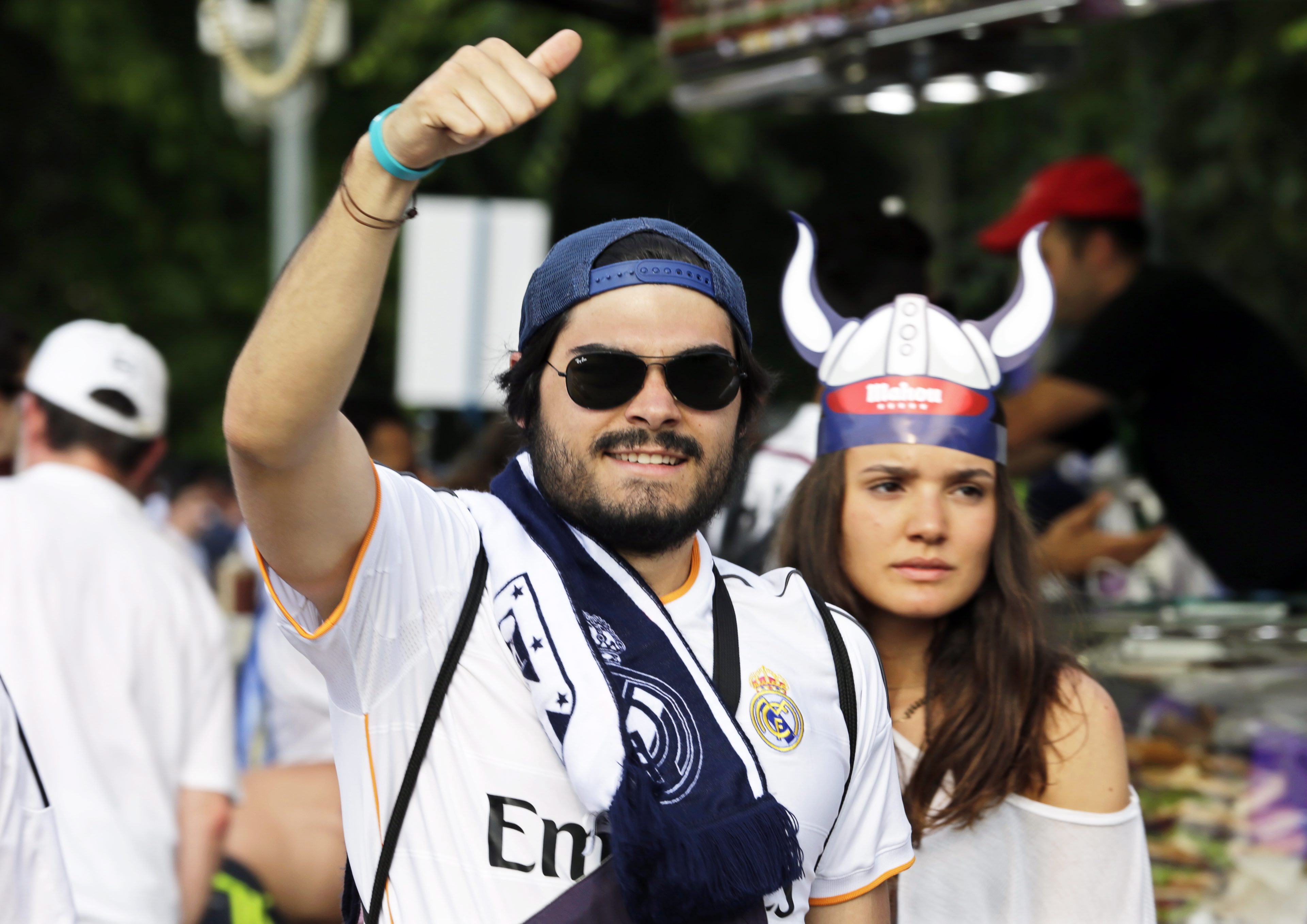. Milan (Italy), 28/05/2016.- Real Madrid supporters arrive for the UEFA Champions League final between Real Madrid and Atletico Madrid at the Giuseppe Meazza Stadium in Milan, Italy, 28 May 2016. (Liga de Campeones, Italia) EFE/EPA/ARMANDO BABANI