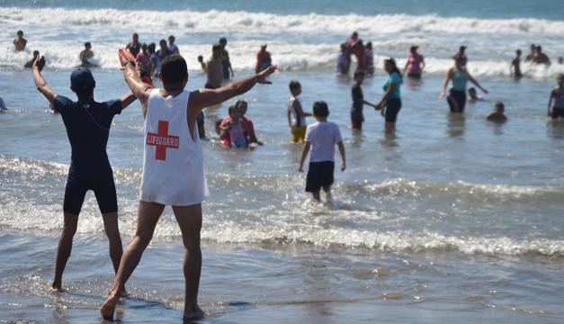 salvadidas en playa-DEM