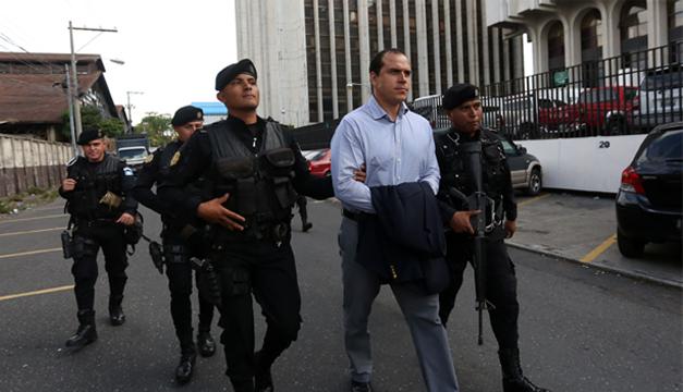 El exfutbolista y exministro de Cultura y Deportes de Guatemala, Dwight Pezzarossi, uno de los capturados. Fotografía: Agencia EFE