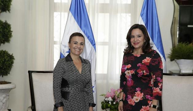 Vanda Pignato en compañía de la primera dama de Honduras, Ana Rodríguez. Cortesía: Inclusión Social.