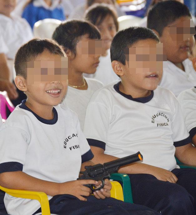 Ninos-estudiantes