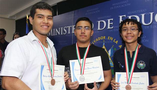 Jóvenes que participaron en la Olimpiada 2015, Diego Alejandro Flores lado izquierdo. Foto: Casa Presidencial.