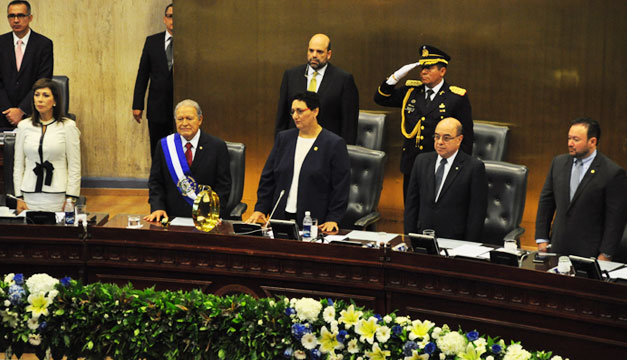 Salvador-Sanchez-Ceren-en-Asamblea-Legislativa