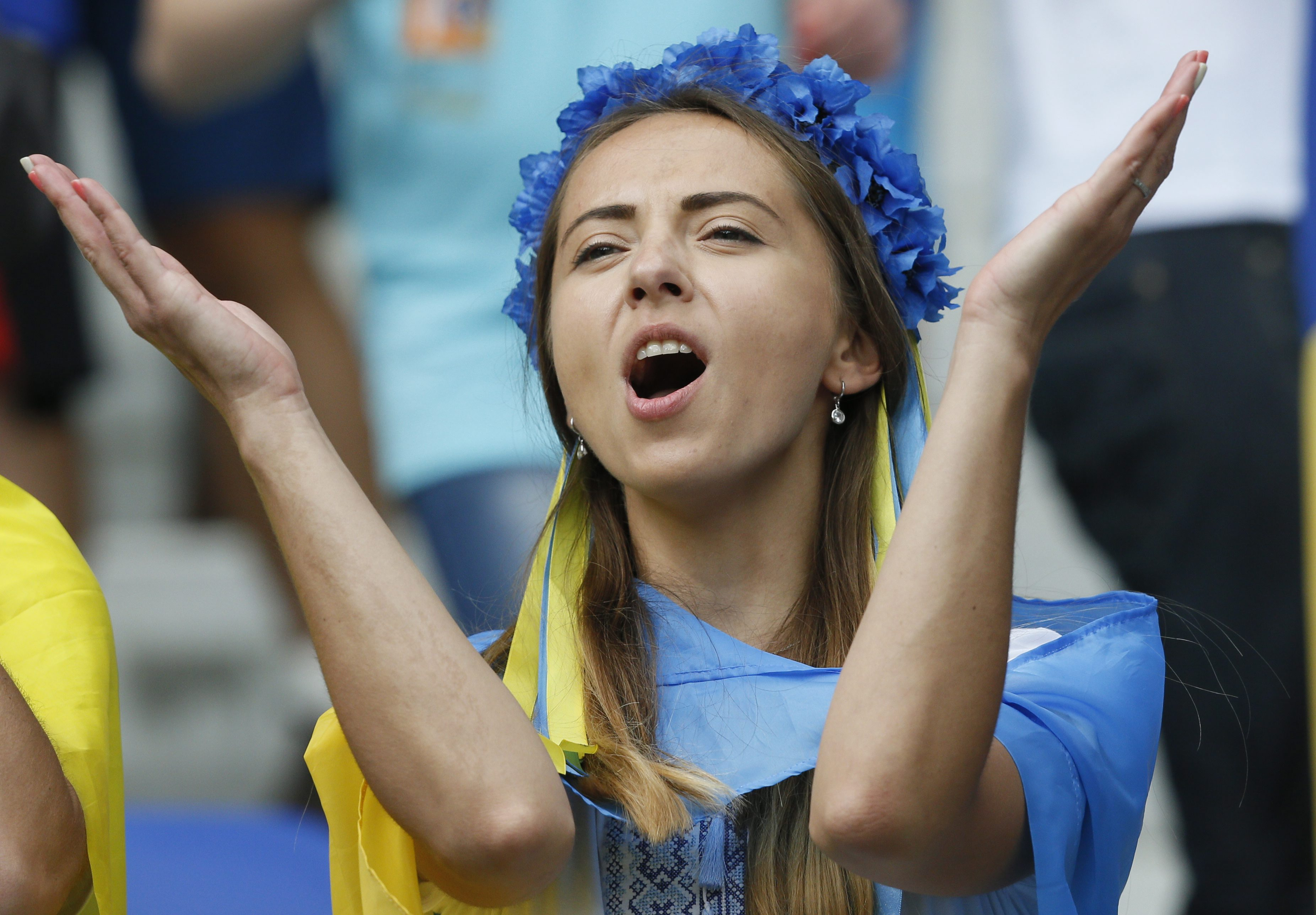 . Lyon (France), 16/06/2016.- A supporter of Ukraine before the UEFA EURO 2016 group C preliminary round match between Ukraine and Northern Ireland at Stade de Lyon in Lyon, France, 16 June 2016. (RESTRICTIONS APPLY: For editorial news reporting purposes only. Not used for commercial or marketing purposes without prior written approval of UEFA. Images must appear as still images and must not emulate match action video footage. Photographs published in online publications (whether via the Internet or otherwise) shall have an interval of at least 20 seconds between the posting.) (Francia, Irlanda, Ucrania) EFE/EPA/SERGEY DOLZHENKO EDITORIAL USE ONLY