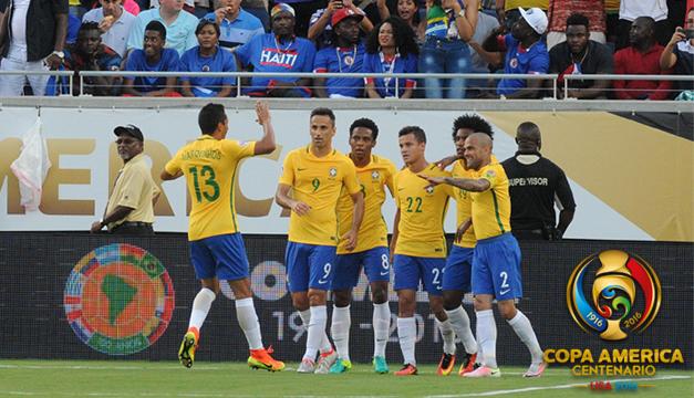 Brasil destroza a Haití con un triplete de Coutinho