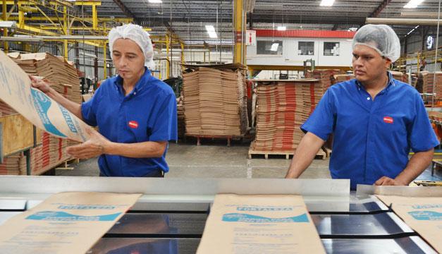 empleados-fabrica-salario