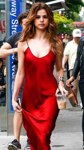 selena-gomez-vestido-rojo-1