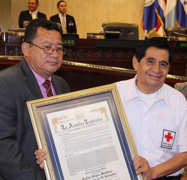 Reconocimiento-Carlos-Lopez-Mendoza-Cruz-Roja