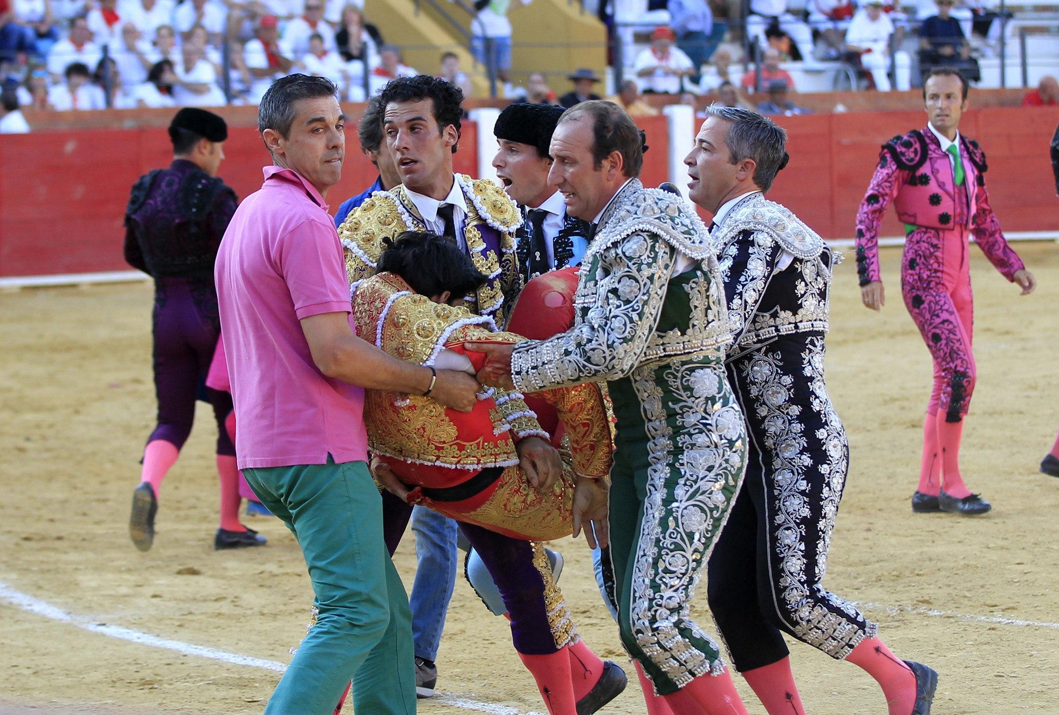 GRA310. TERUEL, 09/07/2016.- El torero segoviano de 29 años Víctor Barrio ha fallecido esta tarde en la plaza de toros de Teruel, en la Feria del Ángel, tras sufrir una grave cogida en el tercer toro de la tarde. EFE/Antonio García