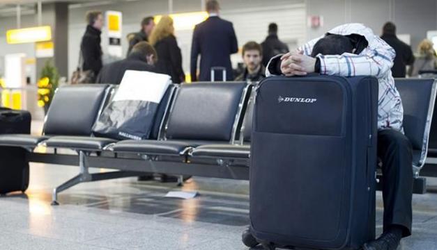hombre aeropuerto-efe