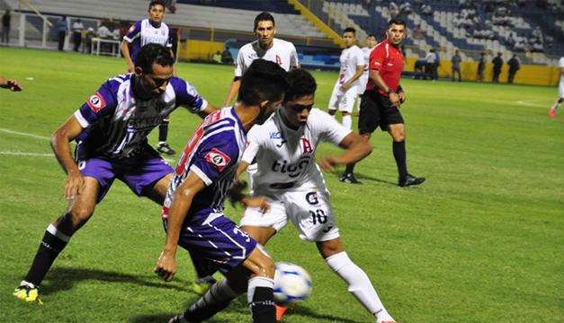 Fotografía: Alianza va por sus primeros tres puntos del Apertura 2016 ante el CD Chalatenango/DEM