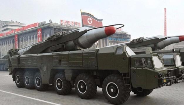 Fotografía de archivo tomada en octubre de 2010 que muestra un misil Musudan durante un desfile militar con motivo del 65 aniversario de la fundación del Partido de los Trabajadores en Pyongyang (Corea del Norte). EFE