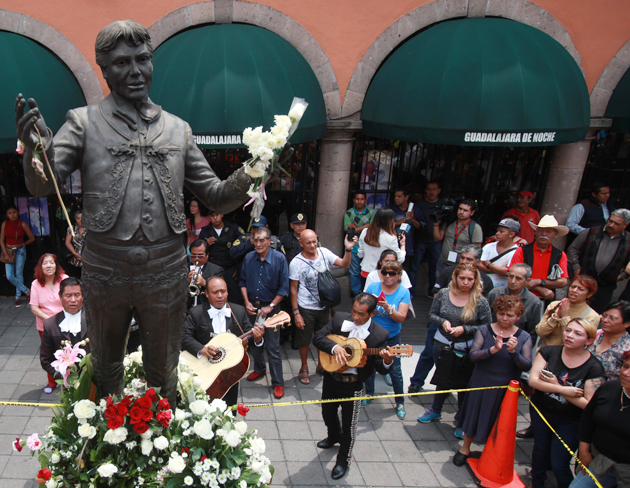 Estatua-Juan-Gabriel