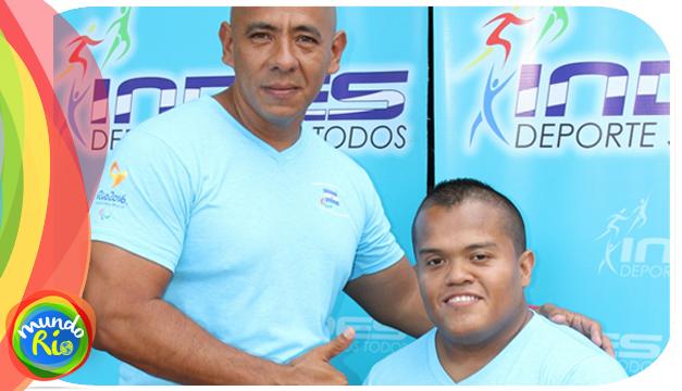Fotografía: Herbert Aceituno (der.) junto a su entrenador Jorge López. /INDES