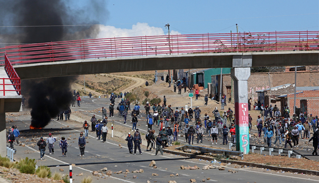 Enfrentamieto entre mineros bolivianos y Policia. EFE