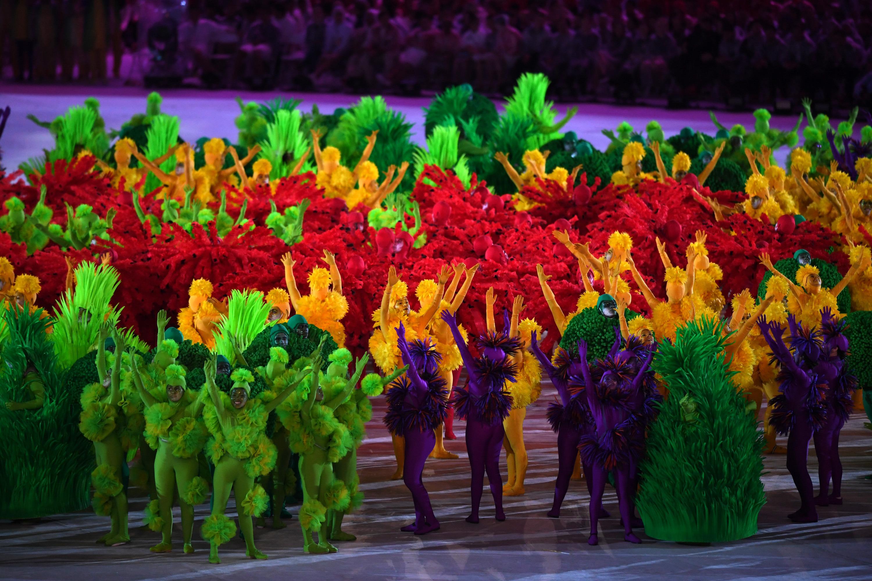 (160821) -- RIO DE JANEIRO, agosto 21, 2016 (Xinhua) -- Artistas participan durante la ceremonia de clausura de los Juegos Olímpicos de Río de Janeiro 2016, se lleva a cabo en el Estadio Maracaná, en Río de Janeiro, Brasil, el 21 de agosto de 2016. (Xinhua/Yin Bogu) (rtg) (ce)