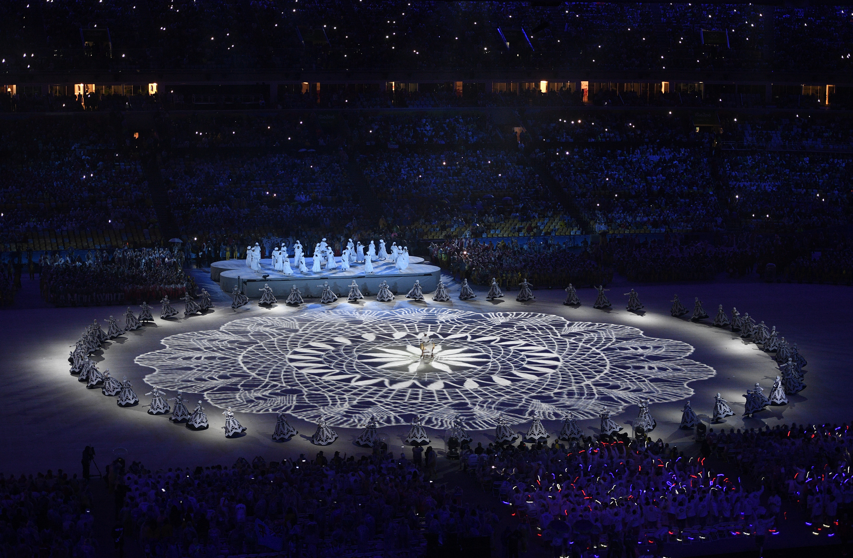(160821) -- RIO DE JANEIRO, agosto 21, 2016 (Xinhua) -- Artistas participan durante la ceremonia de clausura de los Juegos Olímpicos de Río de Janeiro 2016, en el Estadio Maracaná, en Río de Janeiro, Brasil, el 21 de agosto de 2016. (Xinhua/Wang Peng) (rtg) (ce)