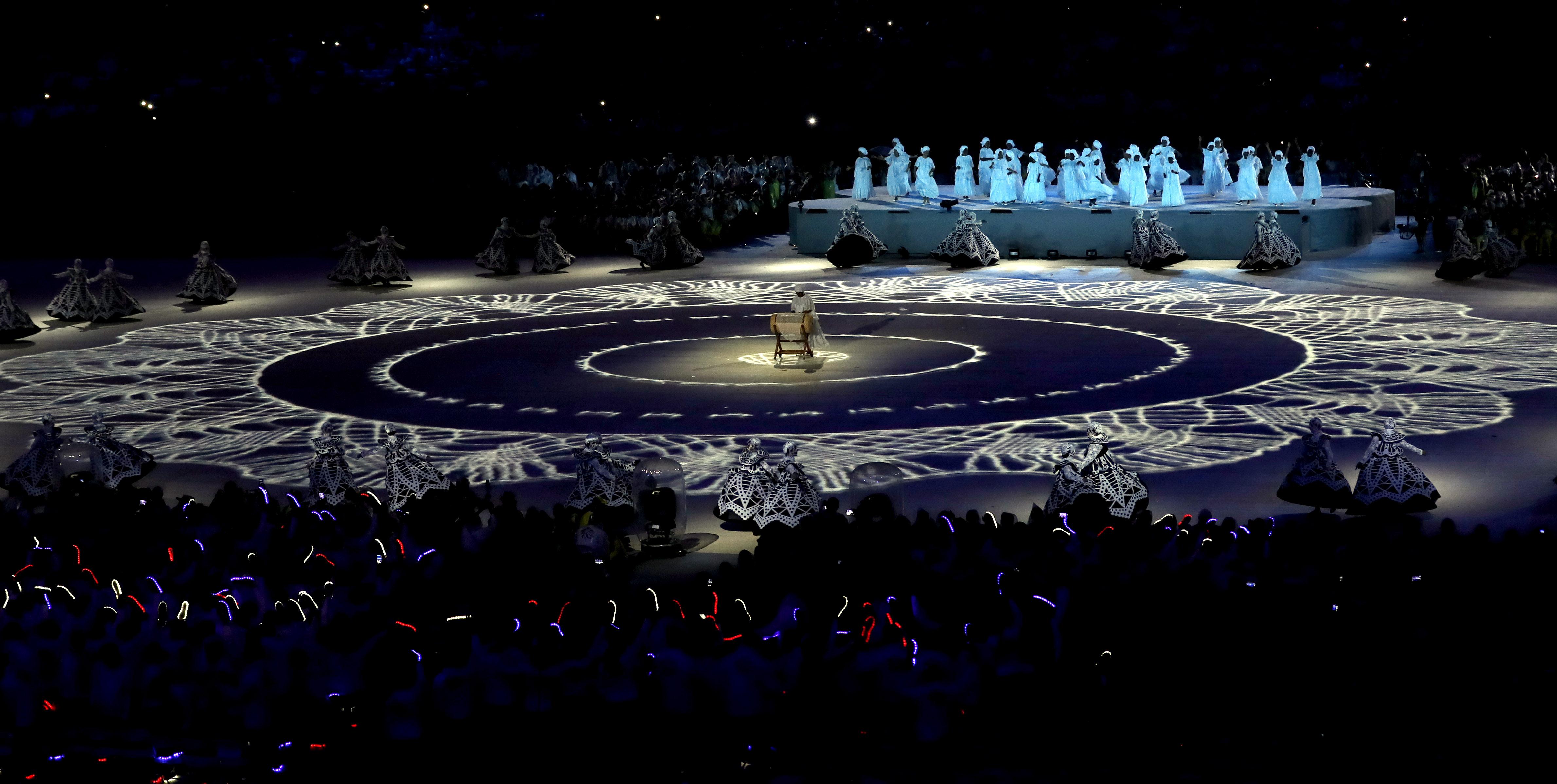 (160821) -- RIO DE JANEIRO, agosto 21, 2016 (Xinhua) -- Una artista participa durante la ceremonia de clausura de los Juegos Olímpicos de Río de Janeiro 2016, en el Estadio Maracaná, en Río de Janeiro, Brasil, el 21 de agosto de 2016. (Xinhua/Han Yan) (rtg) (ce)