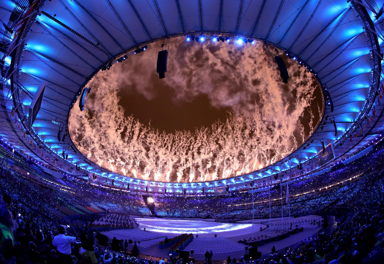 (160821) -- RIO DE JANEIRO, agosto 21, 2016 (Xinhua) -- Fuegos artificiales explotan sobre el Estadio Maracaná, durante la ceremonia de clausura de los Juegos Olímpicos de Río de Janeiro 2016, en Río de Janeiro, Brasil, el 21 de agosto de 2016. (Xinhua/Martin Tickett/PA Wire/ZUMAPRESS) (rtg) (ce) ***DERECHOS DE USO UNICAMENTE PARA NORTE Y SUDAMERICA***