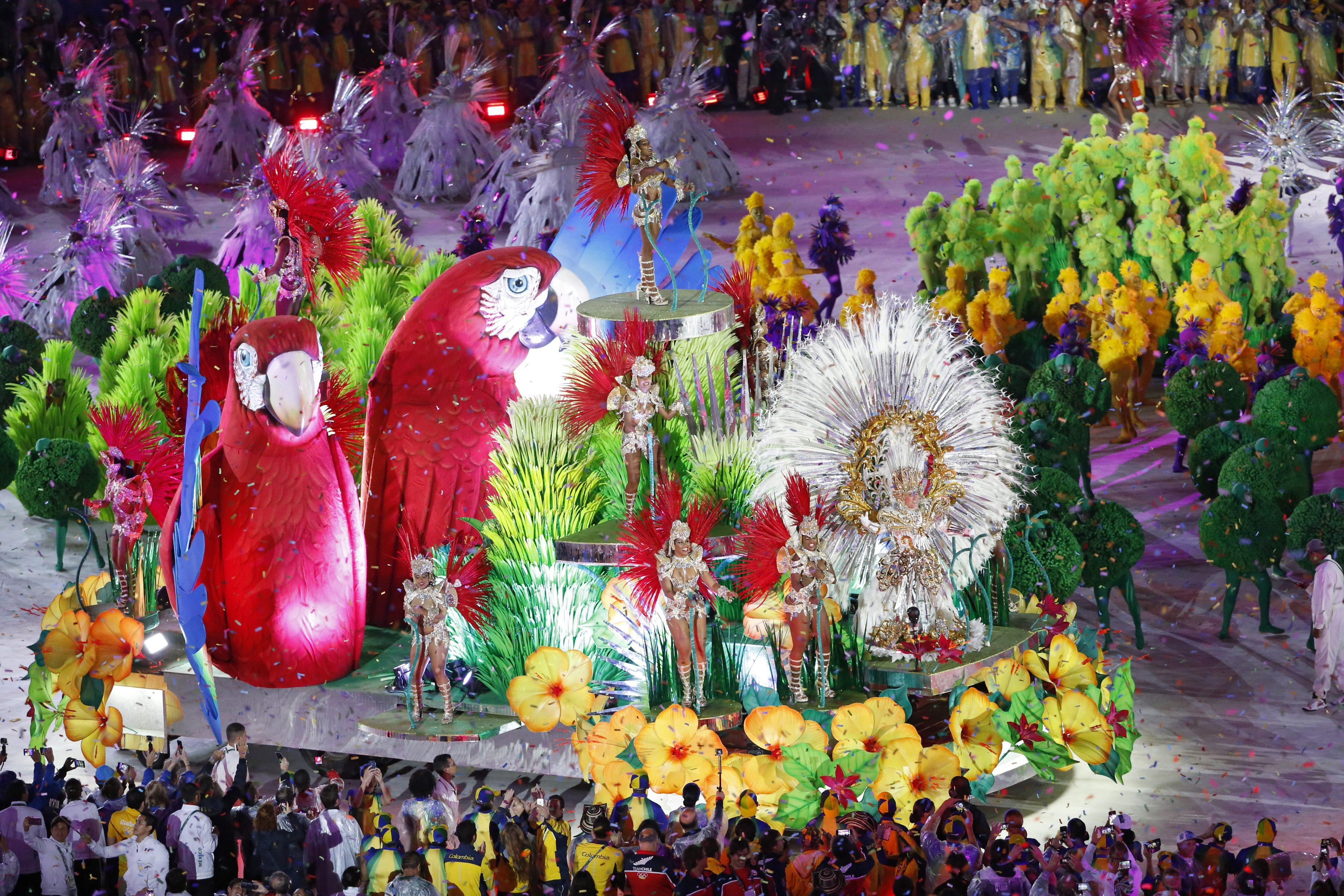 . Rio De Janeiro (Brazil), 22/08/2016.- Carnival trucks parade during the Closing Ceremony of the Rio 2016 Olympic Games at the Maracana Stadium in Rio de Janeiro, Brazil, 21 August 2016. (Brasil) EFE/EPA/MICHAEL REYNOLDS