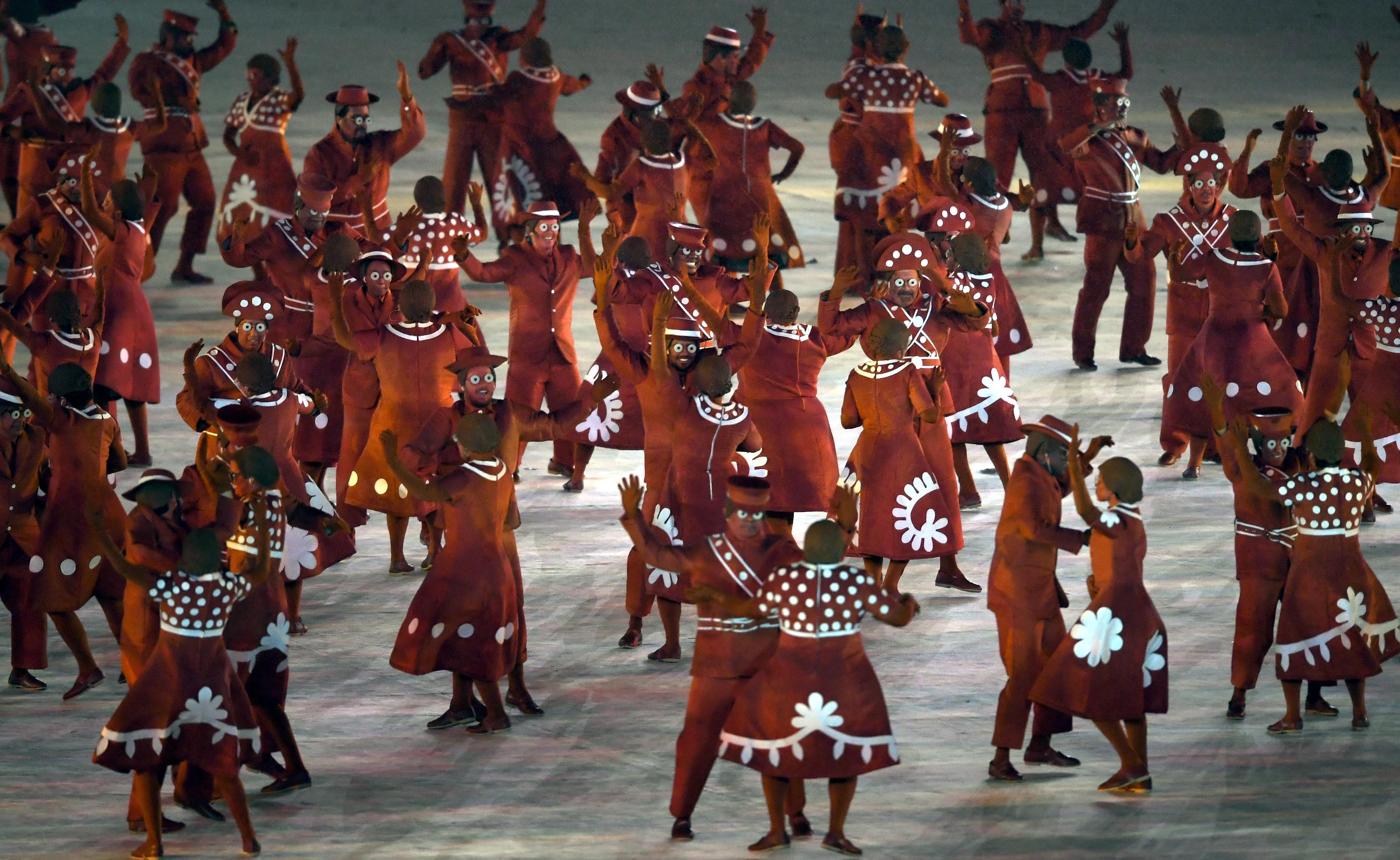 (160821) -- RIO DE JANEIRO, agosto 21, 2016 (Xinhua) -- Artistas participan durante la ceremonia de clausura de los Juegos Olímpicos de Río de Janeiro 2016, en el Estadio Maracaná, en Río de Janeiro, Brasil, el 21 de agosto de 2016. (Xinhua/Yin Bogu) (rtg) (ce)