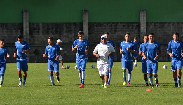 Fotografía: La Azul mayor retornó hoy a los trabajos en la Federación Salvadoreña de Fútbol (Fesfut). Foto Jair Martínez /DEM