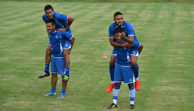 Darwin Cerén se unió ayer al trabajo de selección mayor, pese a que no estará ante México.