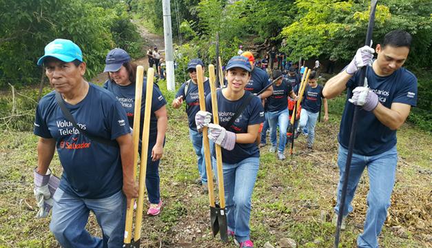 Voluntarios-Movistar-apoyaron-la-reforestacion-de-Cerro-Tecana