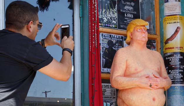 Retiran una estatua de Donald Trump desnudo del centro de Manhattan