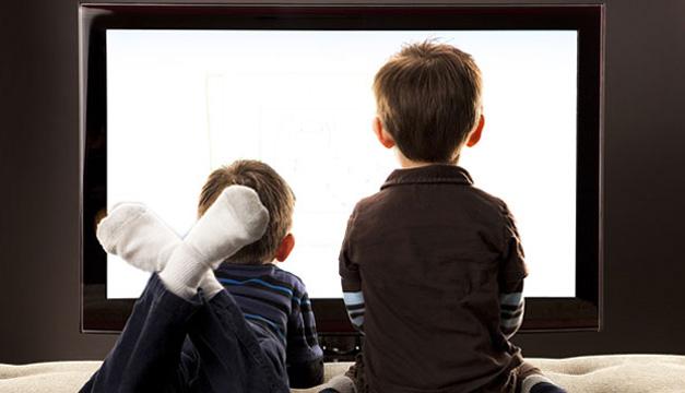 menores viendo tv-efe