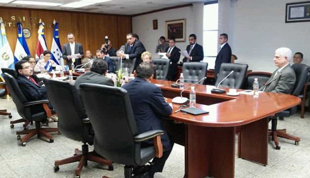 comision-politica-asamblea