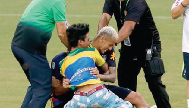 Neymar-tacleo