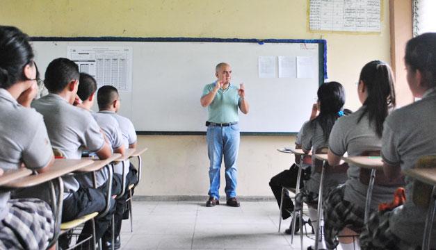 escuela-maestro-alumnos