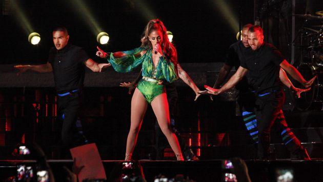 NYC03. NUEVA YORK (EE.UU.), 04/06/2014.- La cantante estadounidense Jennifer López (c) se presenta durante su concierto hoy, miércoles 4 de junio de 2014, en el Bronx en Nueva York (EE.UU.). EFE/Kena Betancur