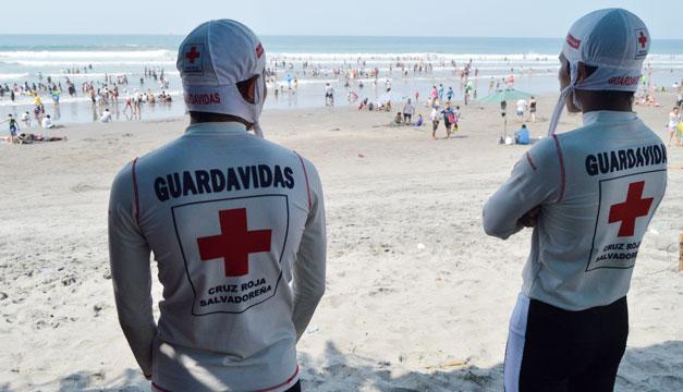 ahogado-playa-socorristas-salvavidas-RESCATISTAS