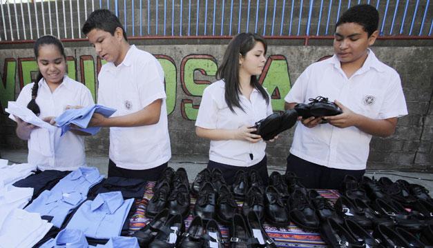 entrega-de-uniformes-zapatos