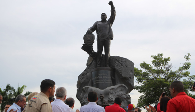 estatua-hugo-chavez
