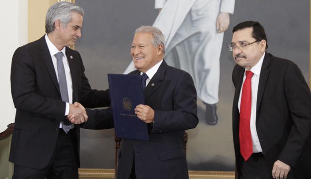 acuerdo-fiscal-mauricio-interiano-salvador-sanchez-ceren