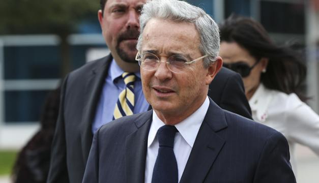 Expresidente Uribe anuncia que justicia colombiana ordenó su captura