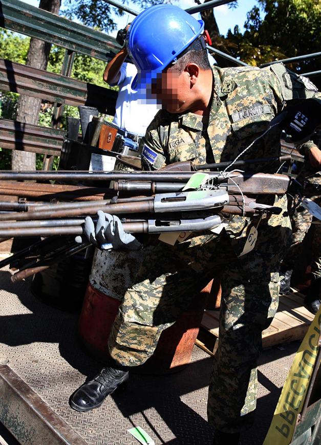 destruccion-de-armas-2
