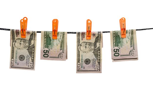 dinero-billetes-colgados